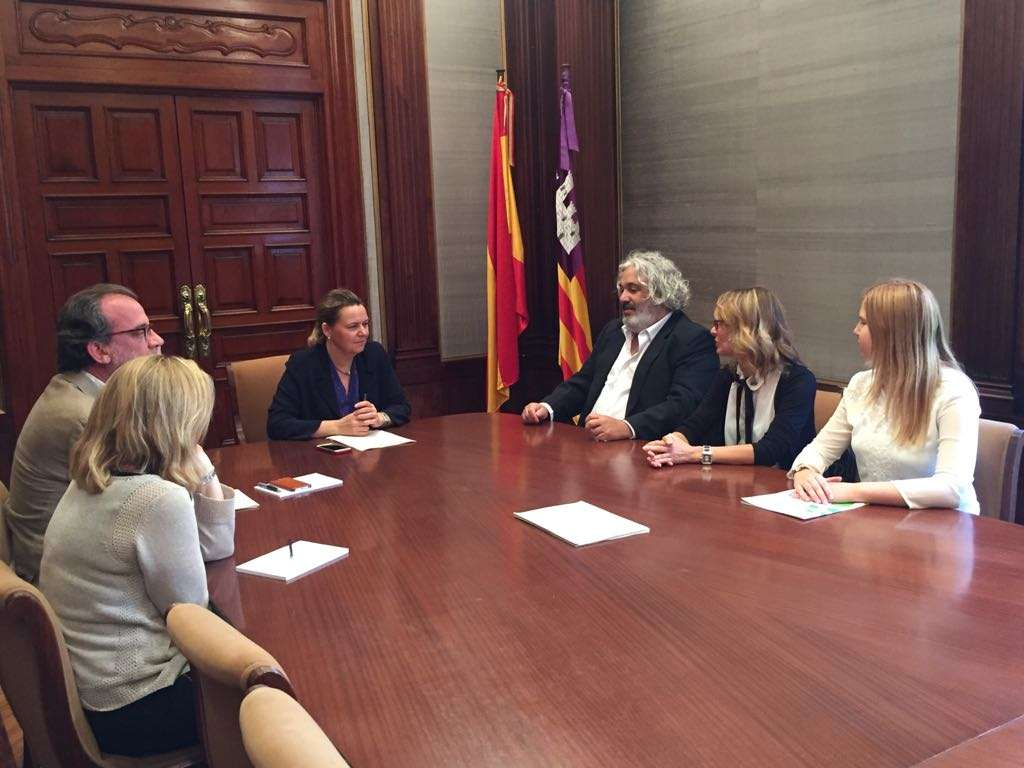 Pimeco pide más coordinación entre los Ayuntamientos y Delegación de Gobierno para luchar contra la venta ambulante ilegal