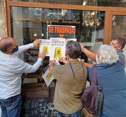 Palma empapelada de carteles reivindicativos en contra de la política de movilidad del Ayuntamiento